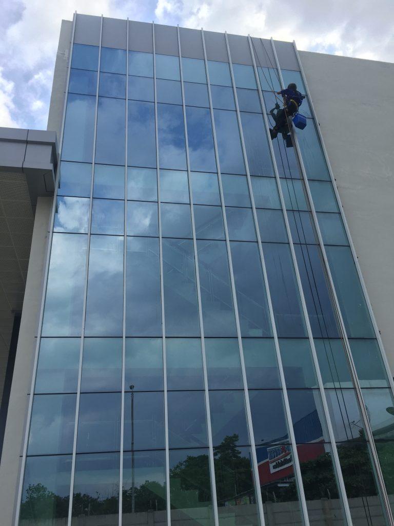 pembersih kaca gedung batam
