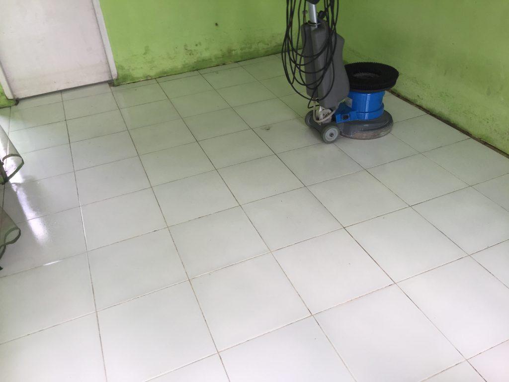 tahapan dalam membersihkan rumah pasca banjir